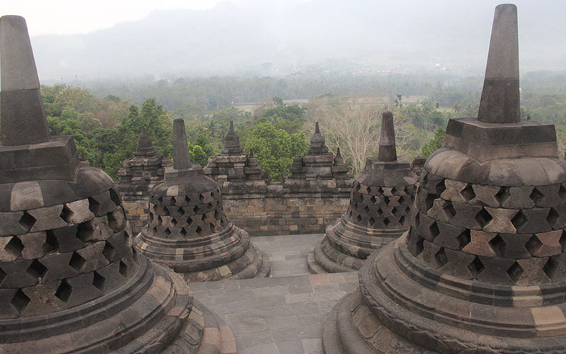 temple borobudur indonesia campanes