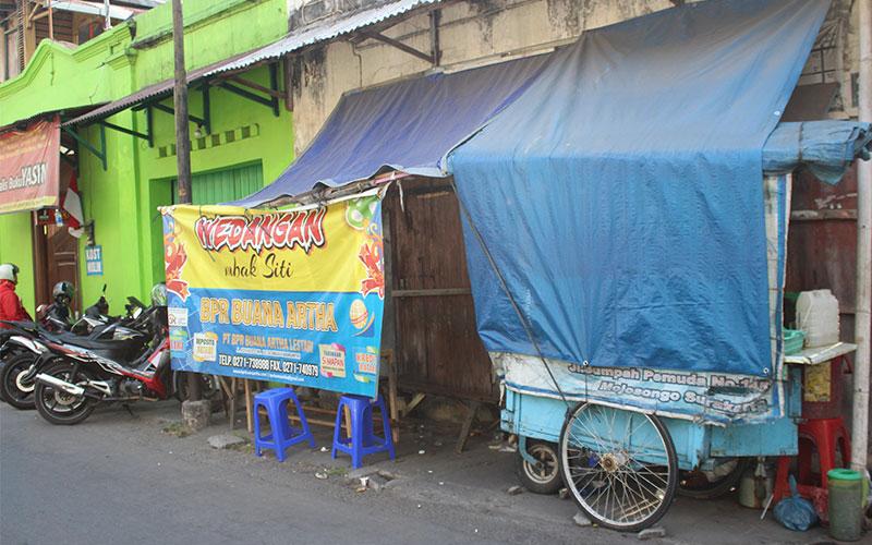 indonesia-menjar-carrer
