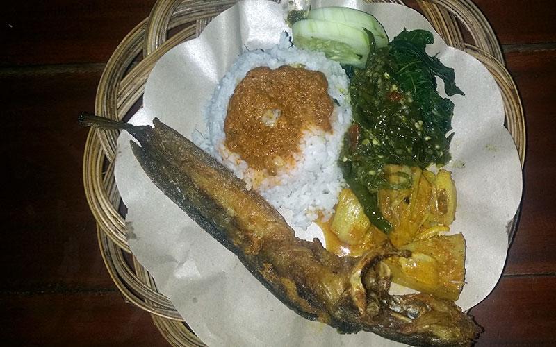 menjar indonèsia carrer peix