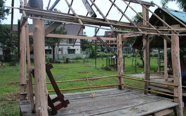 Laos amb pressupost motxiller