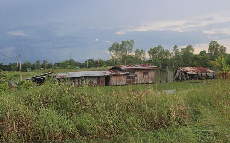 Travessant la frontera de Tailàndia a Laos pel pont de l'amistat