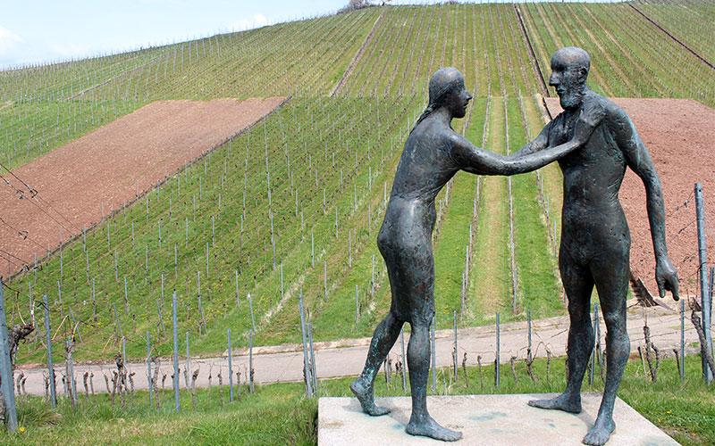 escultures entre vinyes